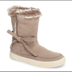 Toms NWOB Vista Faux Fur Lined Suede Boots